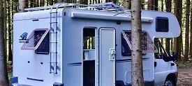 Mitten im Pfälzerwald bieten wir Stellplätze für Ihr Wohnmobil mit fast allen Annehmlichkeiten eines Wellnesshotels