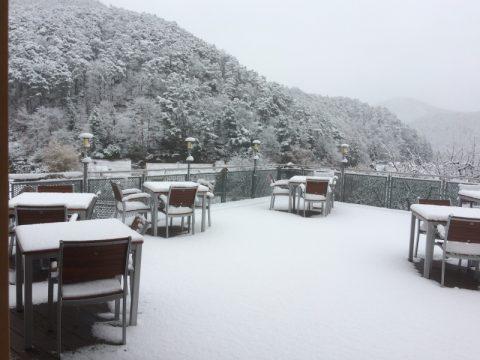 terrasse im schnee lightbox